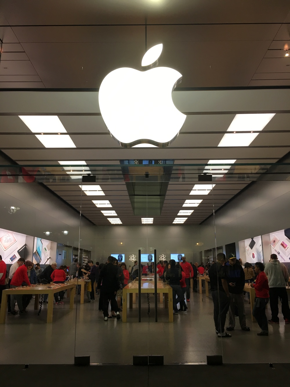 Apple Store in Southern California 11/13/2015