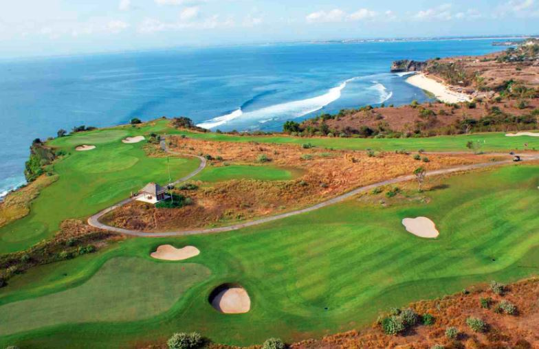 - Our first round of golf was at New Kuta Golf Club, perched on a limestone cliff with fantastic views of Balangan and Dreamland beaches. Those new to golf in Bali were enthused with their individual caddies and surprised as how quickly the caddies adjusted to their style of golf.