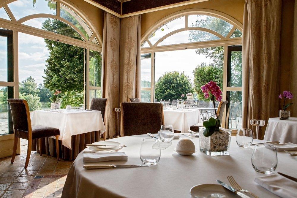 gastronomic-restaurant-les-fresques-2040x1360_pe.jpg