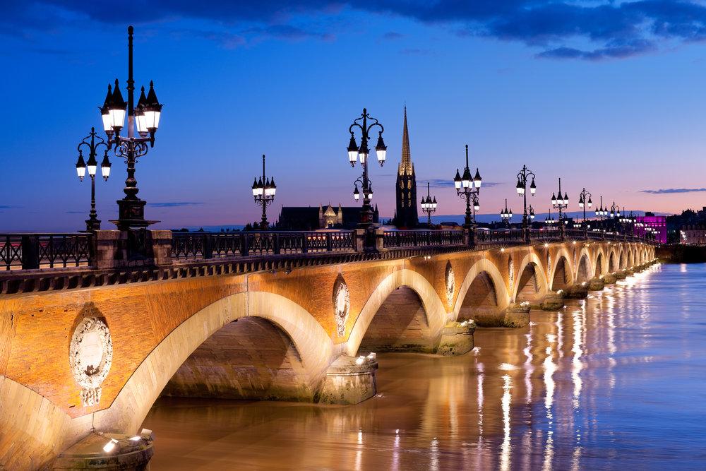 Bord Pont de Piere Depositphotos.jpg