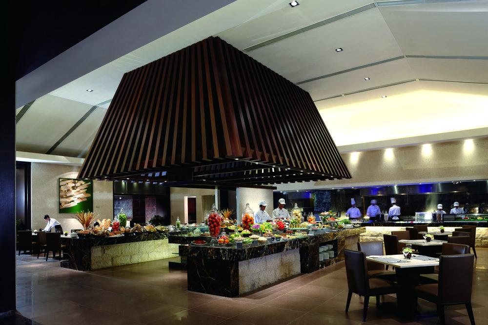 Restaurant-Bistro On the Rock_Buffet.jpg