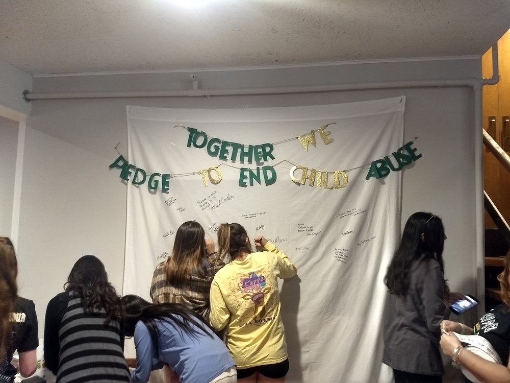 Kappa Delta members & event guests pledge to end child maltreatment - March 2018.