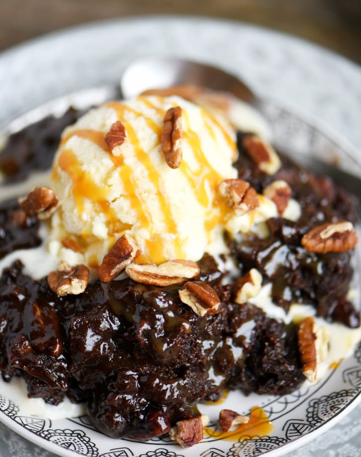 Slow Cooker Hot Fudge Turtle Brownies via Mom on Timeout