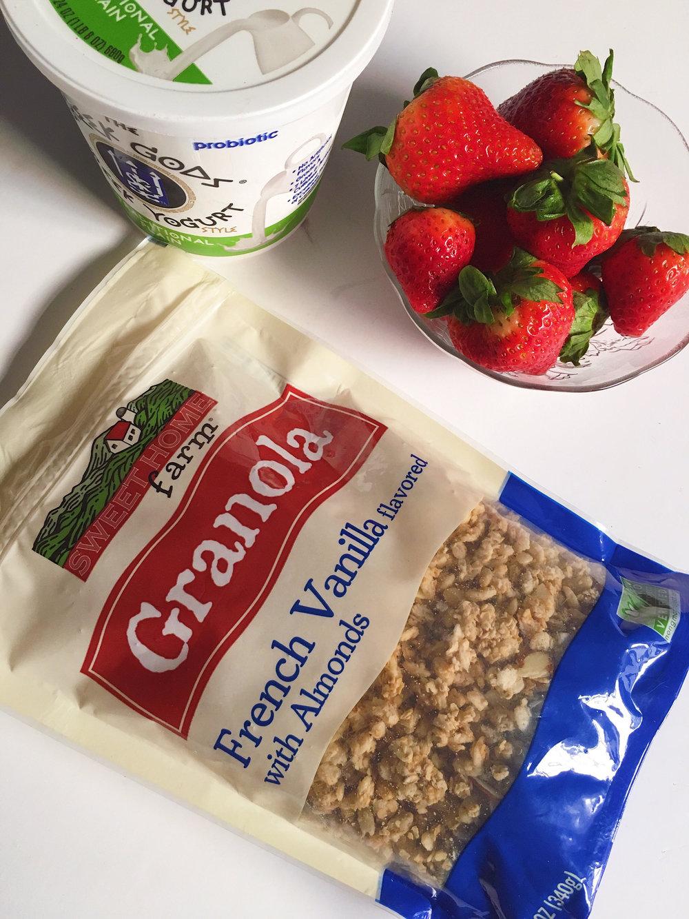Yummy Granola & Strawberry Yogurt Bark