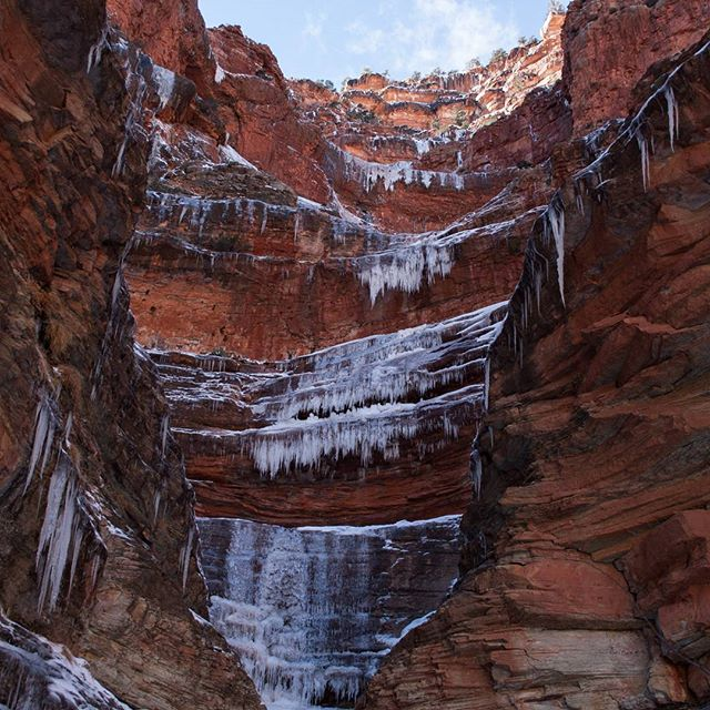 Icicles embellish the towering washes carved through the Redwall Limstone above the #northkaibabtrail @grandcanyonnps #grandcanyonnationalpark #grandcanyon