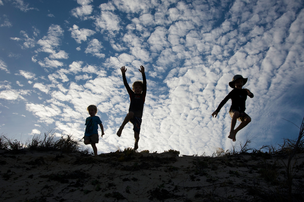 Boys_jumping.jpg
