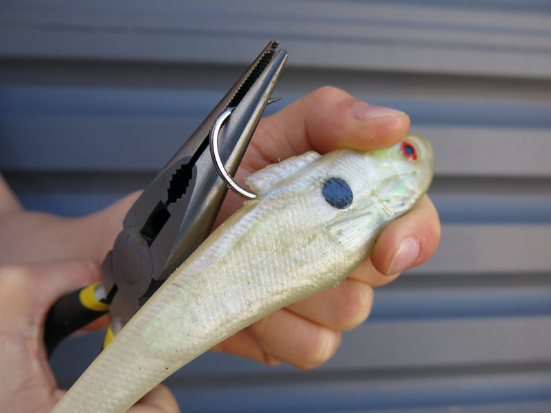 how-to-crush-the-barb-on-a-fishing-hook.jpg
