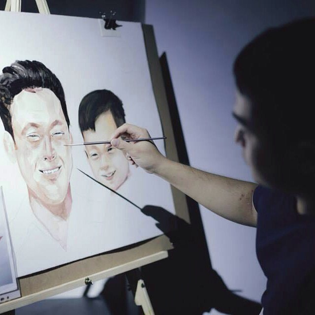 Here is another 'live' art piece being produced at the Canvas for a Cause auction to raise funds for Riverkids. The artist is painting a beautiful portrait in commemoration of Singapore's founding father, the late Mr Lee Kuan Yew, and his son.  The auction was a great success, raising enough to fund close to a year of foster care for Riverkids' abused children in Cambodia.  Photo by Vivien Tan  #Riverkids #Singapore #Cambodia #art #love