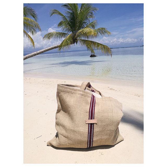Perfect linen govou  shopper for a perfect holiday, 💙 thanx for the photo @sailingferm #govoufabrics #bag #holiday #panama #palmtrees #shoponline #vintage #summerbag #sustainable #sustainablefashion #upcycle #heritage #unique #exclusive #summer #sand #handmade #handcrafted #sailingferm #Caribbean #sailing #aroundtheworld #photography #photooftheday #vscocam