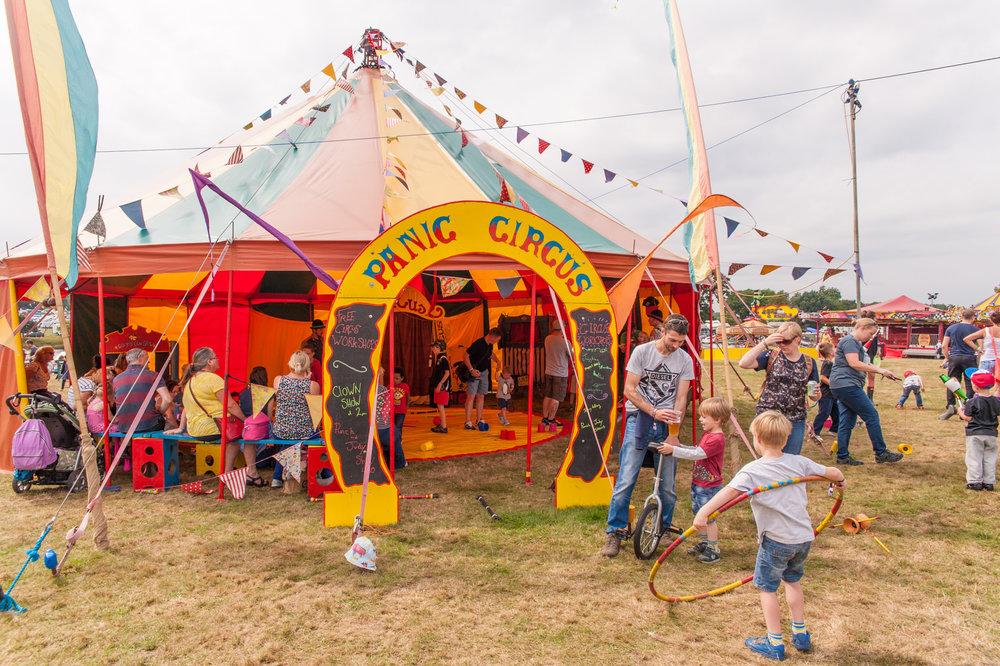 panic-circus-camper-calling