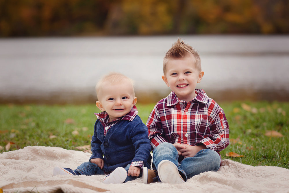 cleveland-kids-photographer-outdoor-fall-family-session.jpg
