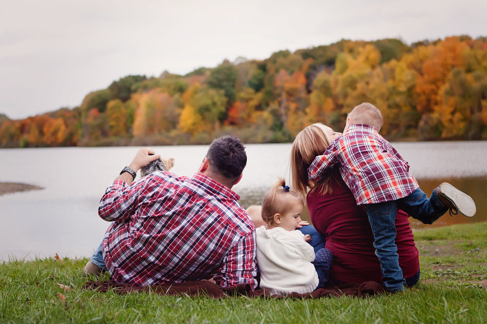 kent-ohio-fall-photographer-portrait-session-family-kids-outdoor-lake.jpg