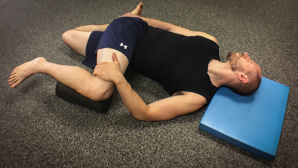 Hip and thoracic spine (mid back) mobility exercise