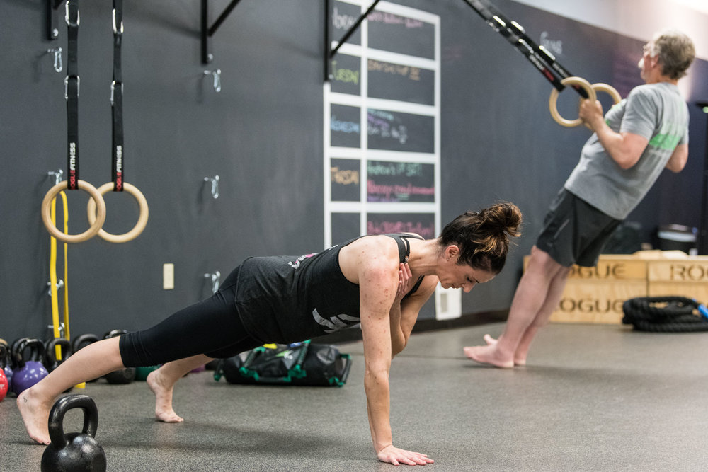 heather shoulder tap plank steve inv row 3x2.jpg
