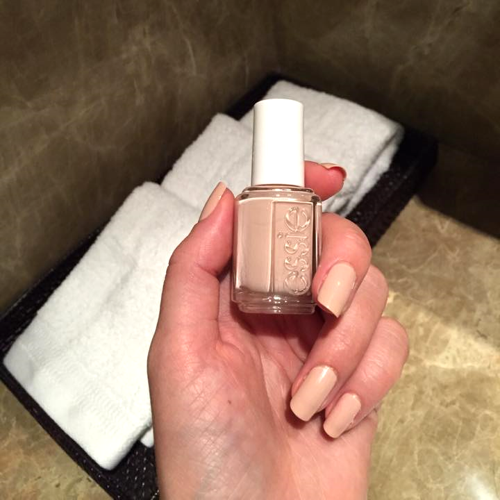 Prettiest manicure wirth Essie Angel Food