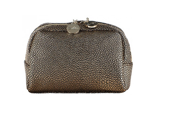 Cosmetics bag in cremisi gold from LULU`S - online  here