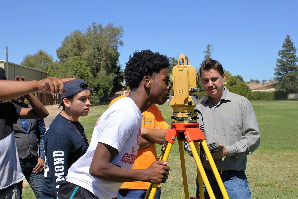 2016_mrpe_engineering_sacramento_daylorhighschool_surveying_8.JPG