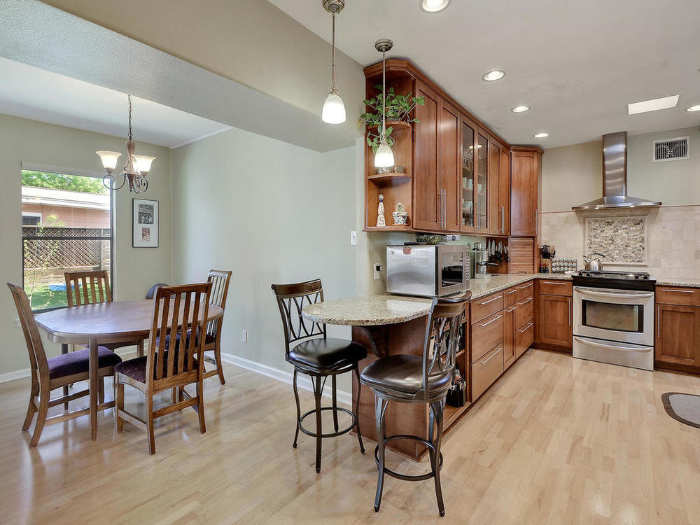 1502 Choquette Dr-MLS_Size-019-20-Kitchen and Breakfast 04-1024x768-72dpi.jpg