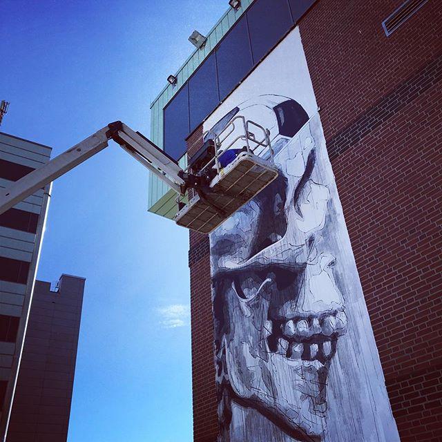 Up up in the sky... — #workinprogress #hamburgart #hamburgartist #hamburgstreetart #hamburggraffiti #graffitiart #graffitiartist #urbanart #urbanartist#strassenkunst #straßenkunst #artwork #hamburgurbanart #graffitiigers #instaartist #streetartandgraffiti #streetarteverywhere #streetartandgraffiti#contemporaryart #lowbrowart  #skull #mtg8 #millerntorgallery #artcreateswater