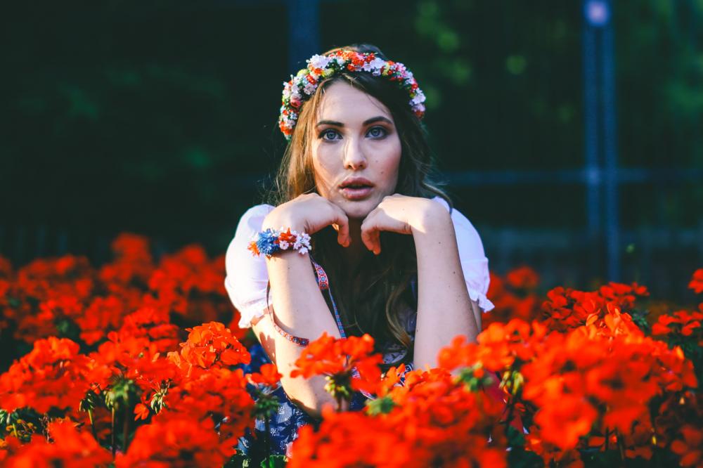 ADA16_Lookbook_(c)_melina_weger_We_are_flowergirls_blumenkranz_trachten_flowercrown_(23_von_40)_HiRes