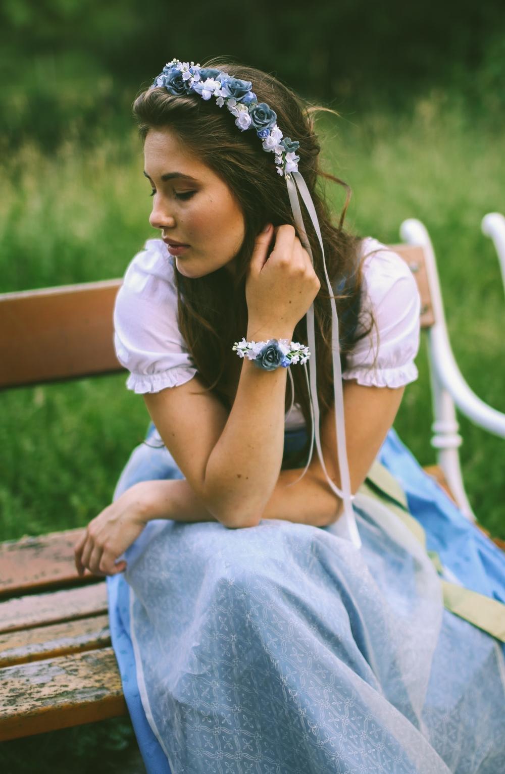 ADA16_Lookbook_(c)_melina_weger_We_are_flowergirls_blumenkranz_trachten_flowercrown_(30_von_40)_HiRes