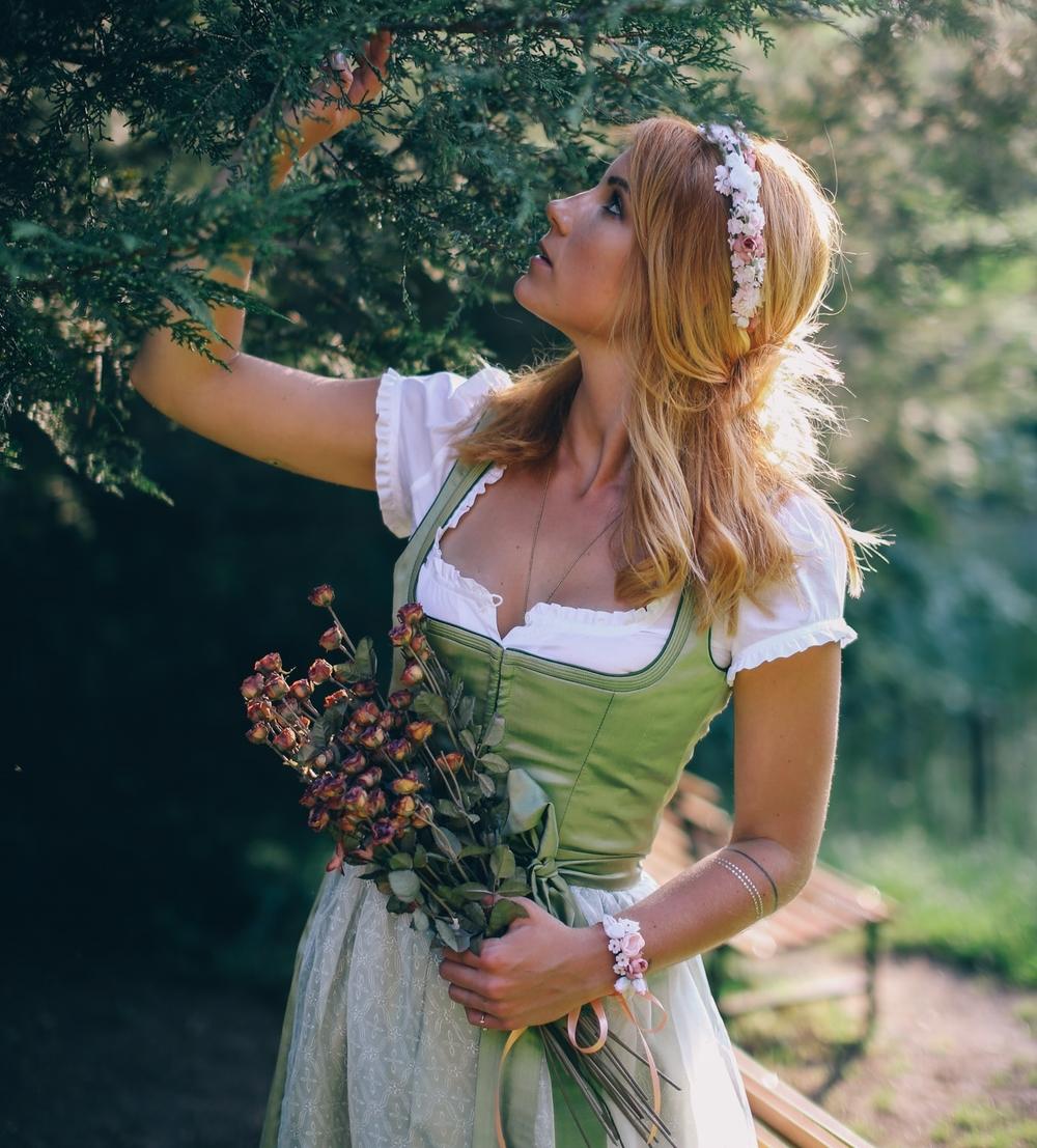 ADA16_Lookbook_(c)_melina_weger_We_are_flowergirls_blumenkranz_trachten_flowercrown_(11_von_40)_HiRes