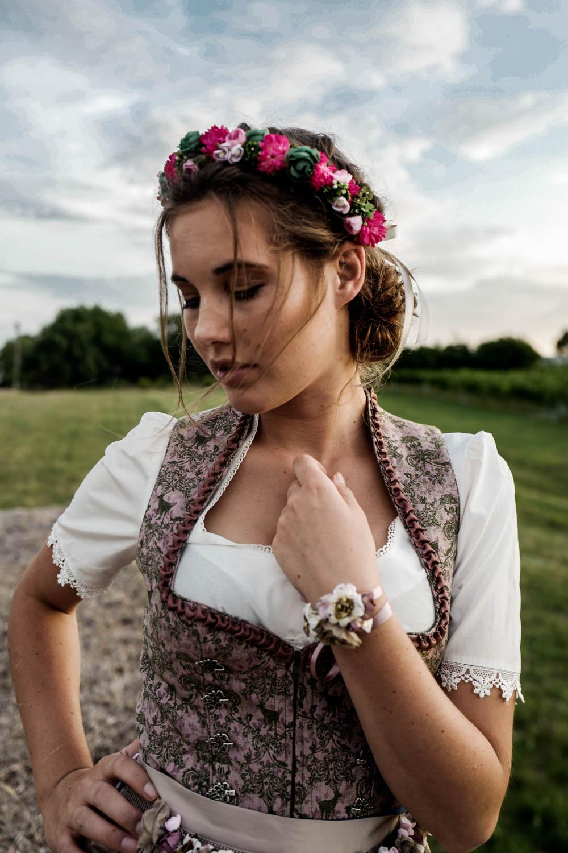 Trachtenkollektion_WeAreFlowergirls_Flowercrown_web-1020830.jpg