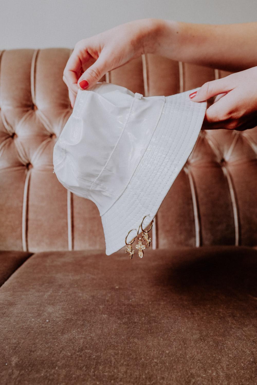 WeAreFlowergirls-Sparkle-Collection-Handmade-[L1370509]Pierced-Hat-white-€45,–.jpg