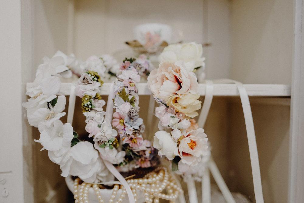 WeAreFlowergirls-Blumenkranz-Flowercrown-Hochzeit-Wedding-Flowers-BlumenL1340766.jpg