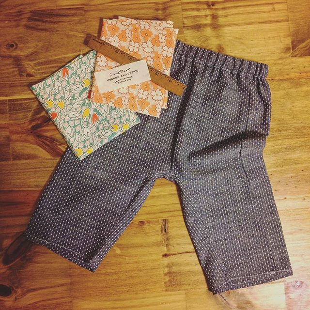 Happy to have a little bit of sewing time today! Sweet little baby pants made from @robertkaufman chambray and @oliverands layette pattern. #sew #floral #baby #kidsfashion #little #sundayfunday #relax #maker