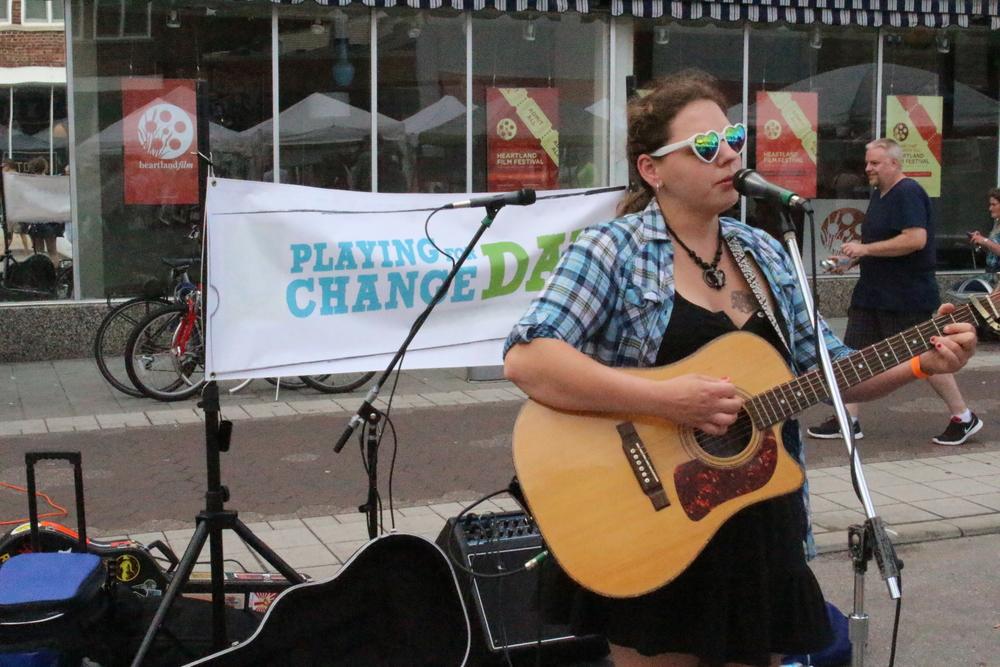 Rikki Gean, playing for change