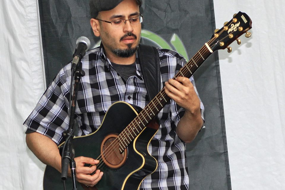 Rafael Perez of Zene plays guitar. (Photo by Juan Gonzalez.)