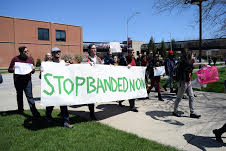 Students at Banded Tuition protest. (Photo by Paris Garnier)