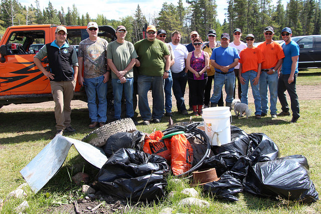 RAC members, friends, & family with OWC staff at Atlas Nature Cleanup, August 2016