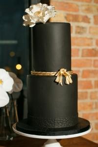 elysia-root-cakes-chicago-black-gold-cake-nggid0242-ngg0dyn-200x300x100-00f0w010c011r110f110r010t010.jpg