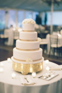 elysia-root-cakes-chicago-white-gold-cake-nggid0241-ngg0dyn-200x300x100-00f0w010c011r110f110r010t010.jpg
