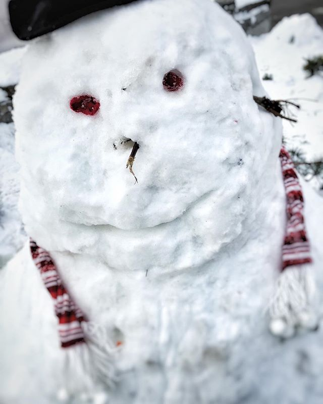 Having a chill out afternoon in #whistlerblackcomb today, with nothing to do but meet men. #snowmen that is...