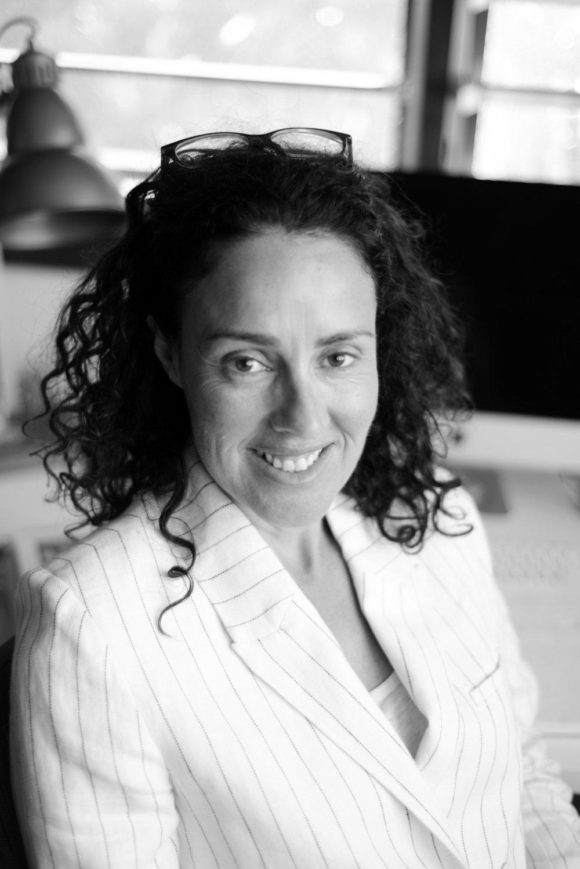 Dr Chari Larsson