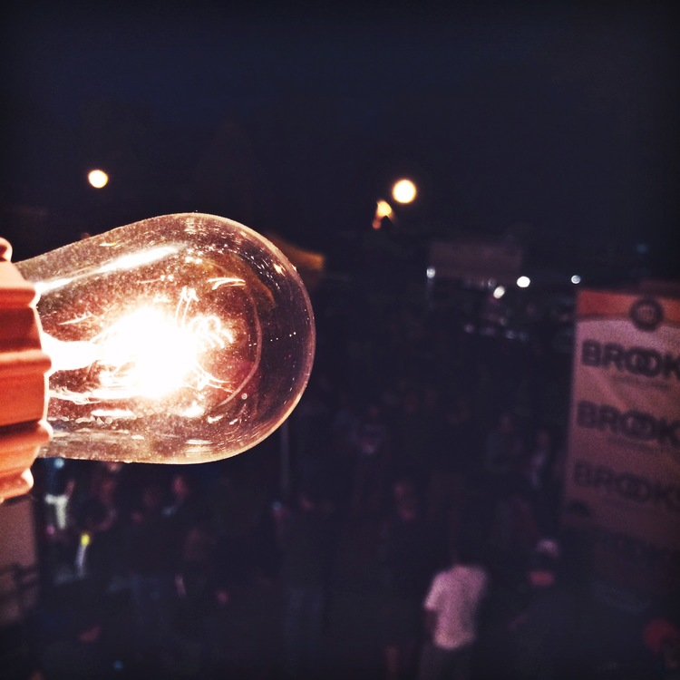 Day 3: Vintage bulb overlooks the finish line.
