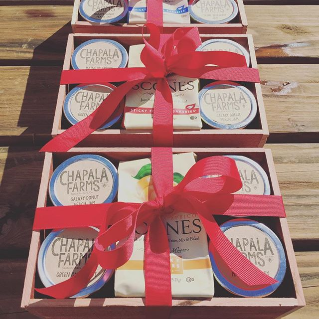 Just delivered 10 of these beauties to a customer to 🎁 to clients and family. Handmade wooden boxes that fit 2, 3, 4 or 6 jars - everyone loves a 🎁 you can eat! #jam #jelly #marmalade #chapalafarms #handmade #madewithlove #giftsyoucaneat #holidaygifting #santabarbara