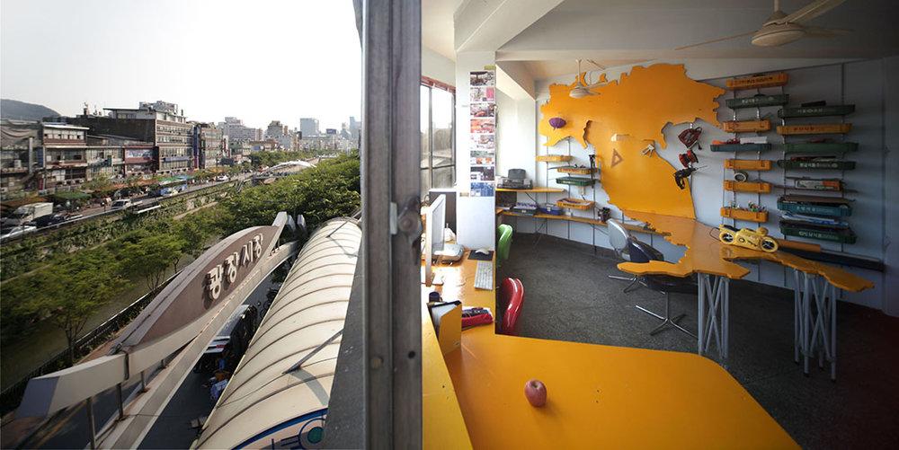 Jongno Slide 01.jpg