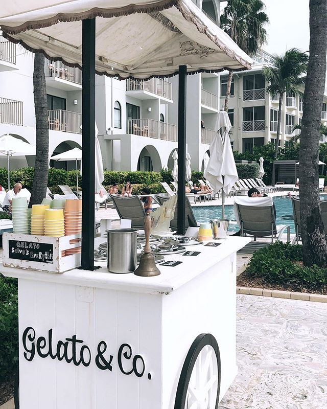 Currently trying to figure out how to get this cute gelato cart in my backyard 🍦