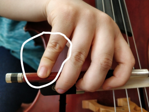 How not to do it: the buckling fourth finger