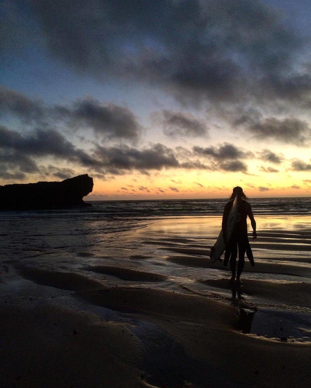 On a aussi la chance de suivre les surfeurs dans leurs voyages, comme le Portugal! Marc Andre Seguin par Alexandra Allard