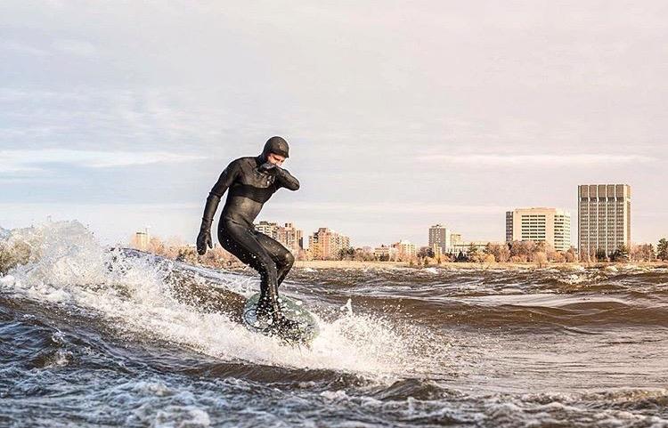 Puis finalement, Julien Hudon sur la vague, préférant surfer plutôt que répondre à nos questions! Par Jean-Michel Boudin