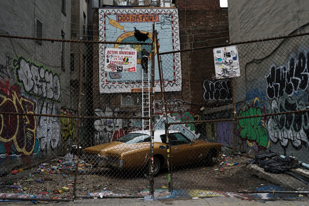 A car behind some fences. Photo by Luca Werner
