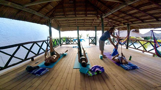 Getting ready for our new #palapayogasessions in Puerto Morelos 🐚 Starting Thursday November 23rd 🌞 DM for more info on schedule if you're in the area! 🌴🌴🌴 #puertomorelosyoga #daysoffwithus #elclubpuertomorelos