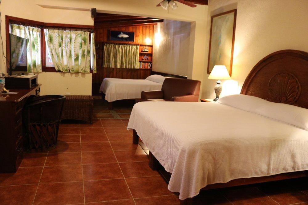 V. Casita Del Mar - Garden Suite / Two King Size Beds