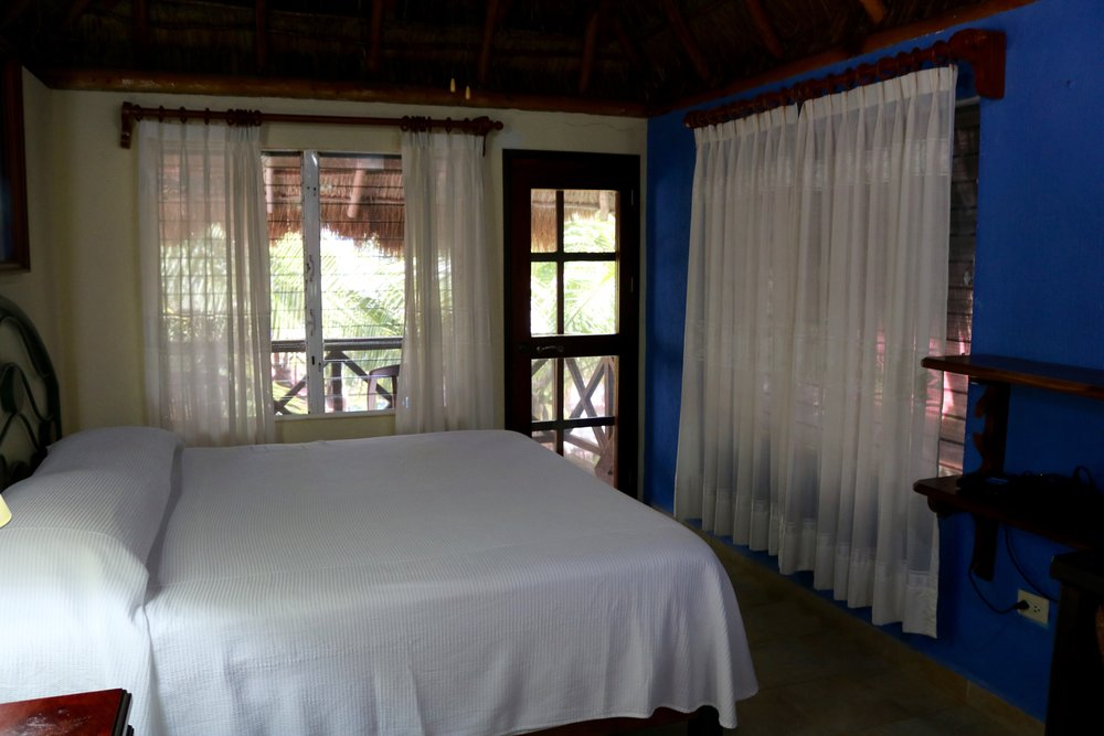 II. Casa Caribeña - Two-story casita / King Size Bed / Balcony / Small kitchen