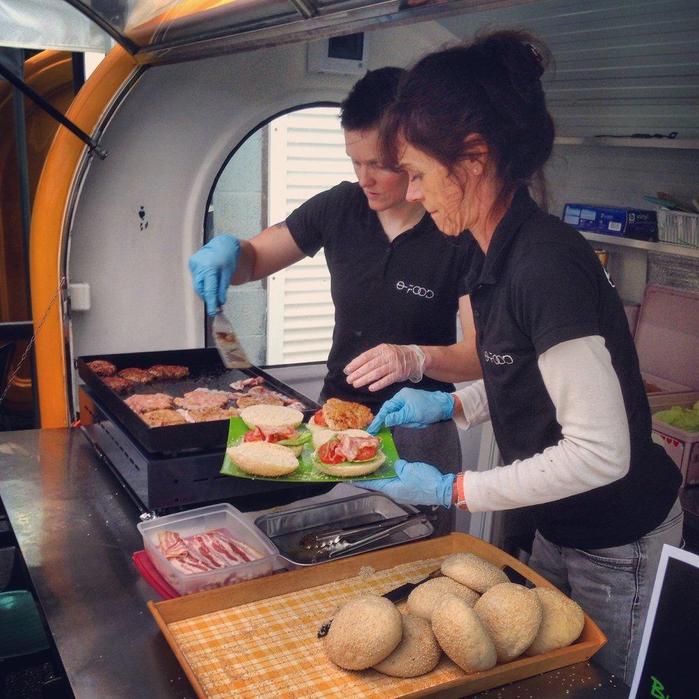 Food Truck - Durant près de 3 ans, les food trucks O-Food ont circulé d'événement en événement. L'activité est pour l'instant à l'arrêt… mais ne demande qu'une personne motivée pour reprendre !